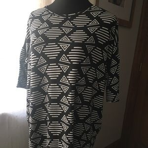 Lularoe xs Irma in black & white geometric shapes
